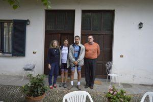 Proprietários do albergue em Pavia.